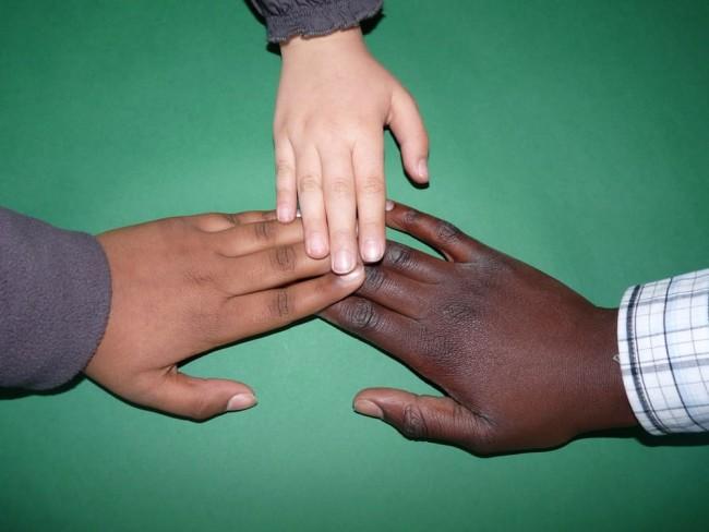 hiv aids tidak tertular dari sentuhan