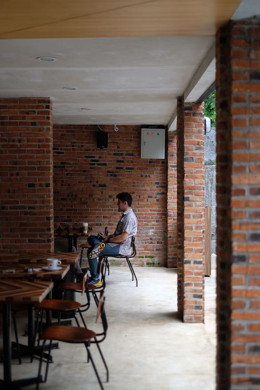 Ambience Anomali Coffee Pakubuwono - luar