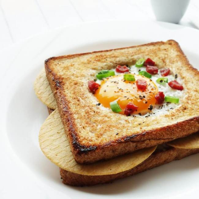 sunny side up toast