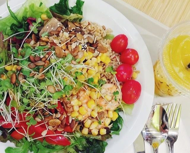 Toss & Turn cedele salad sandwich bar