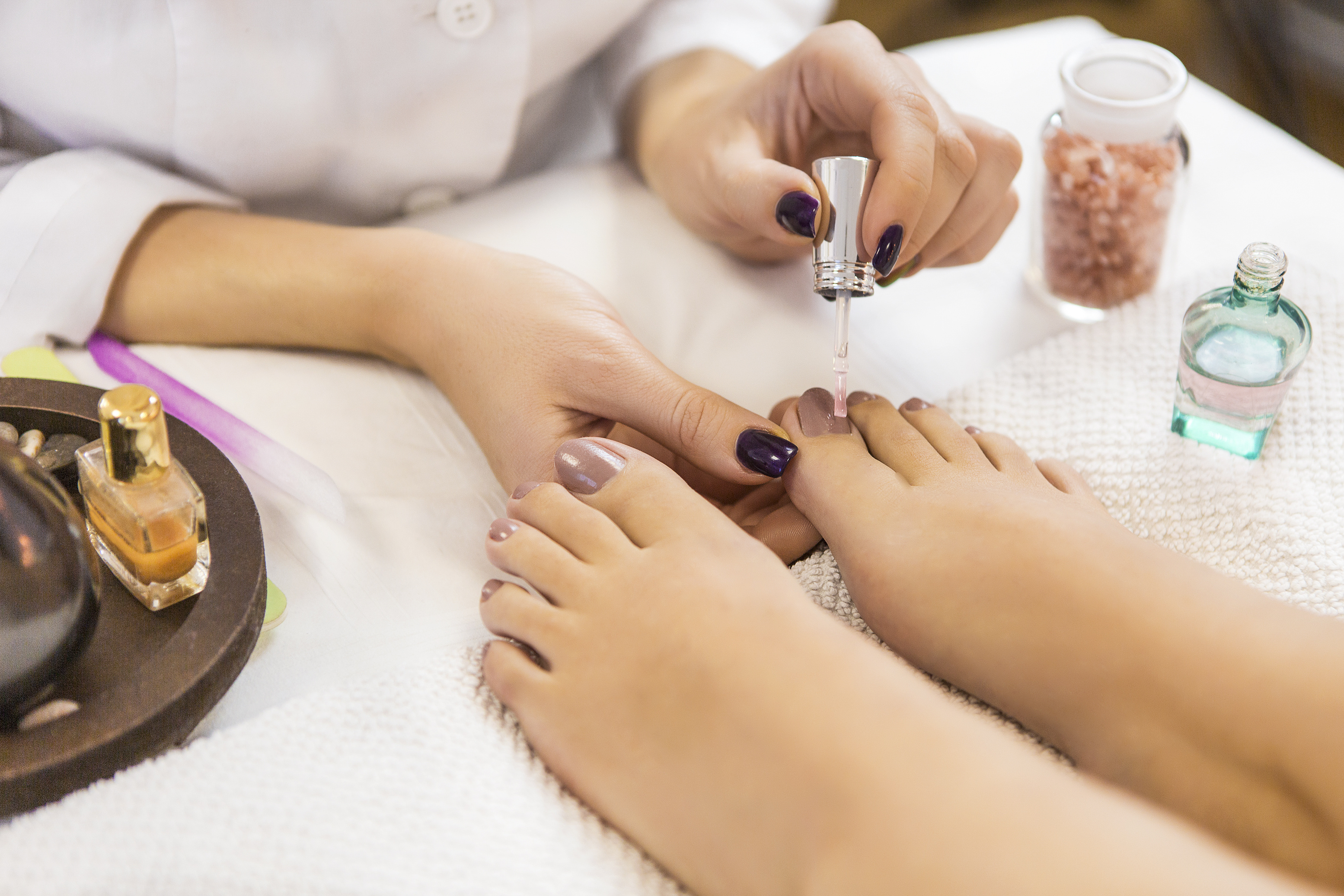 Gel Pedicure with Return Soak-Off / Classic Pedicure for 1 Person (2 Sessions)