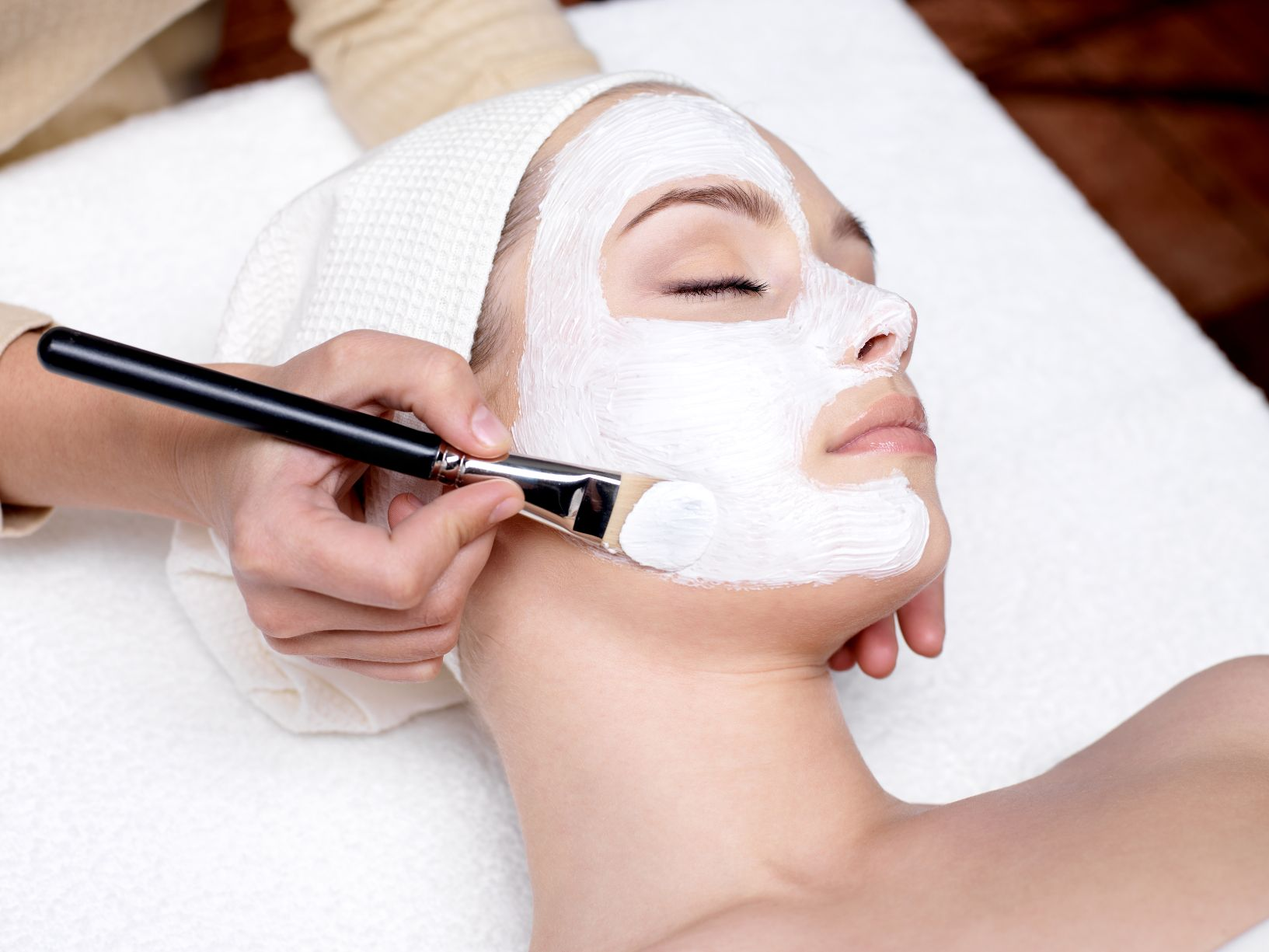 75-Min Hydro-Lifting Facial + Complimentary Ampoule Top-up (1 Session)