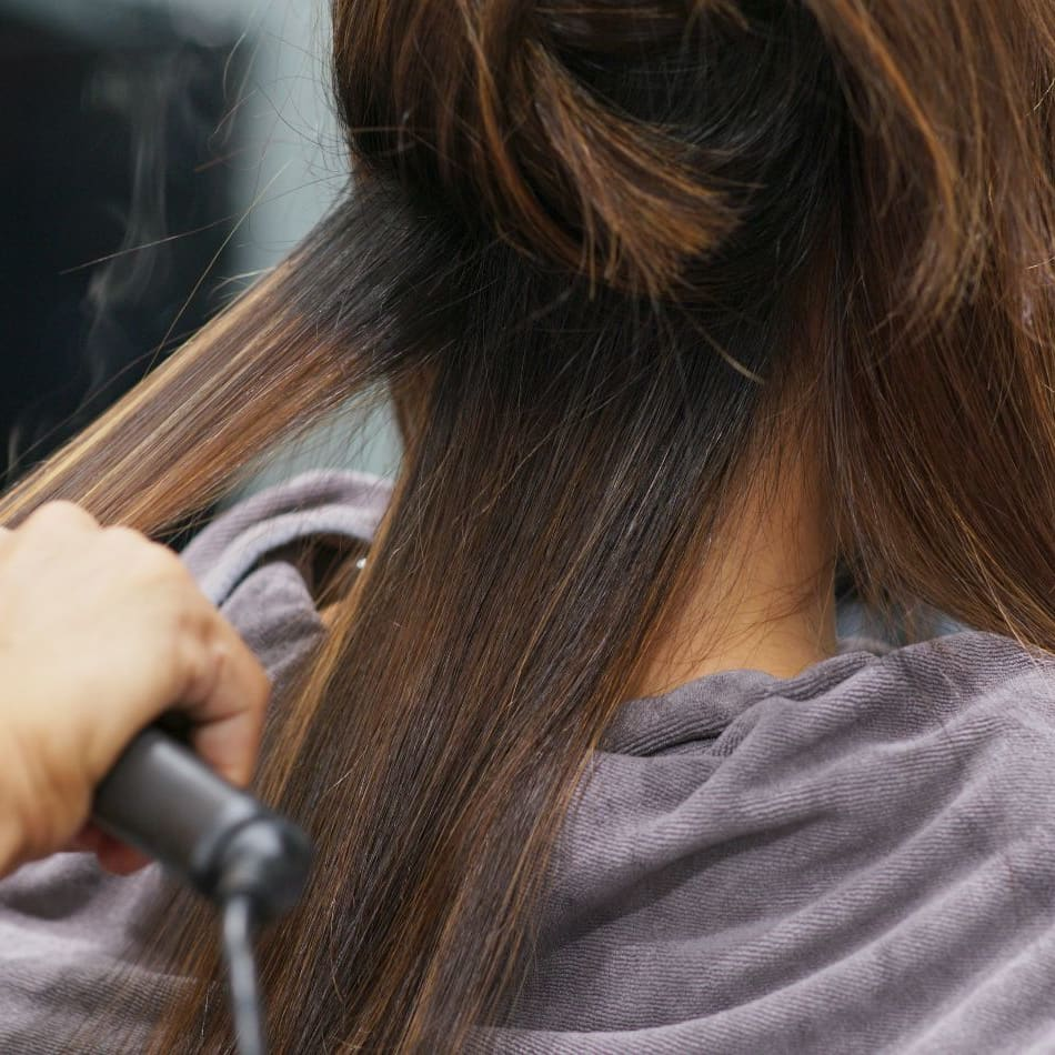 L'Oreal Hair Colouring / Highlights with Aqua Hair Treatment for 1 Person (1 Session)