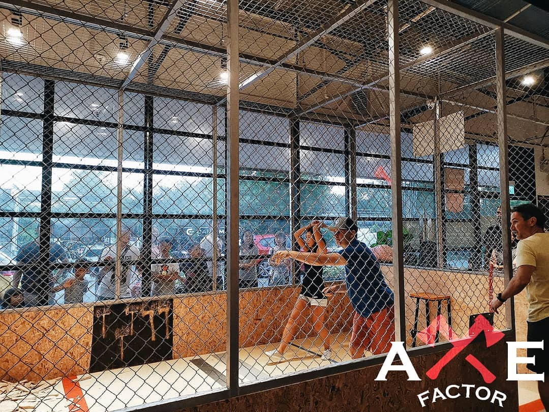 2 Hours Axe Throwing for 4 pax + 4 x $3 Drink Voucher