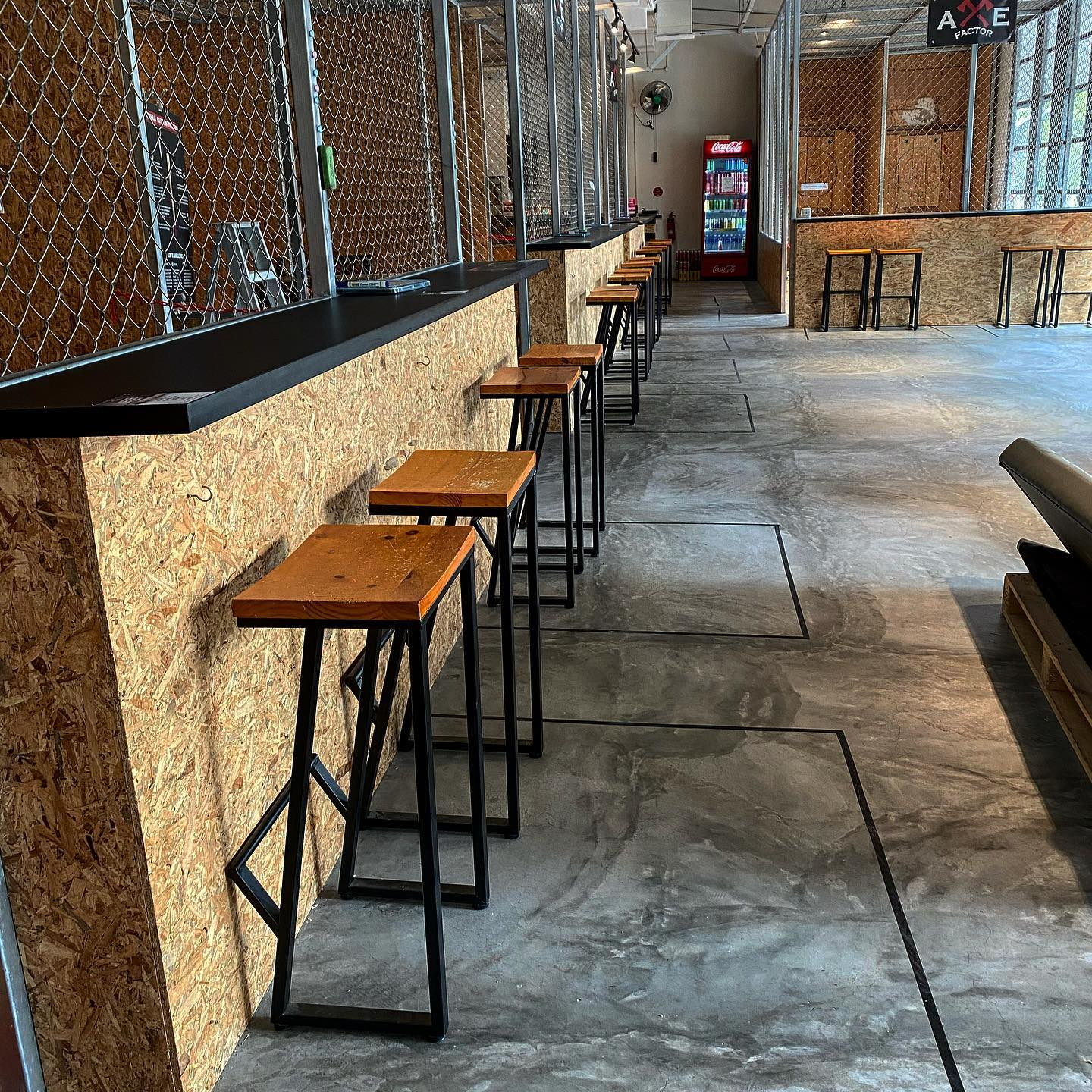 1 Hour Axe Throwing for 4 pax + 4 x $3 Drink Voucher