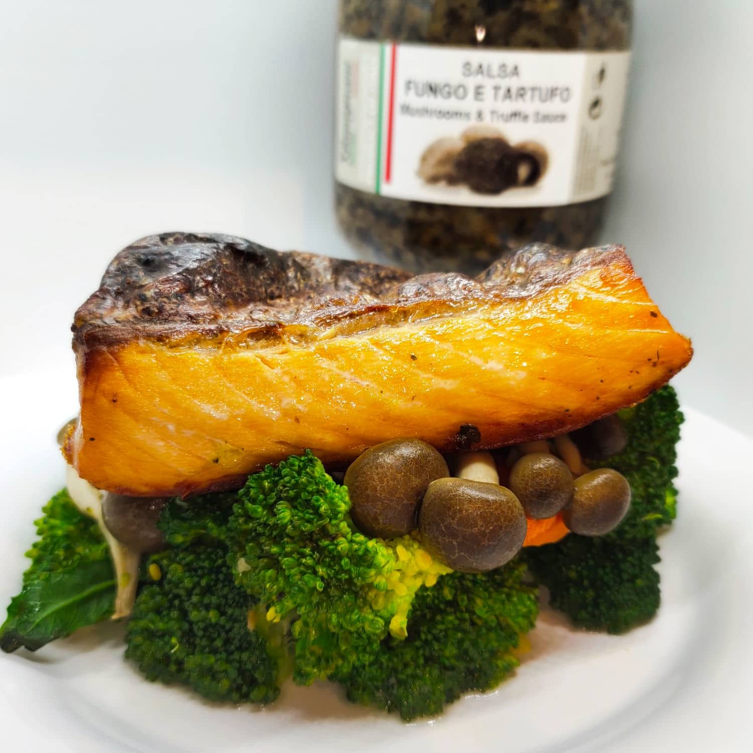 1 x Baked Salmon (Truffle Sauce) with Mixed Vegetables or Spaghetti + Single Scoop Gelato