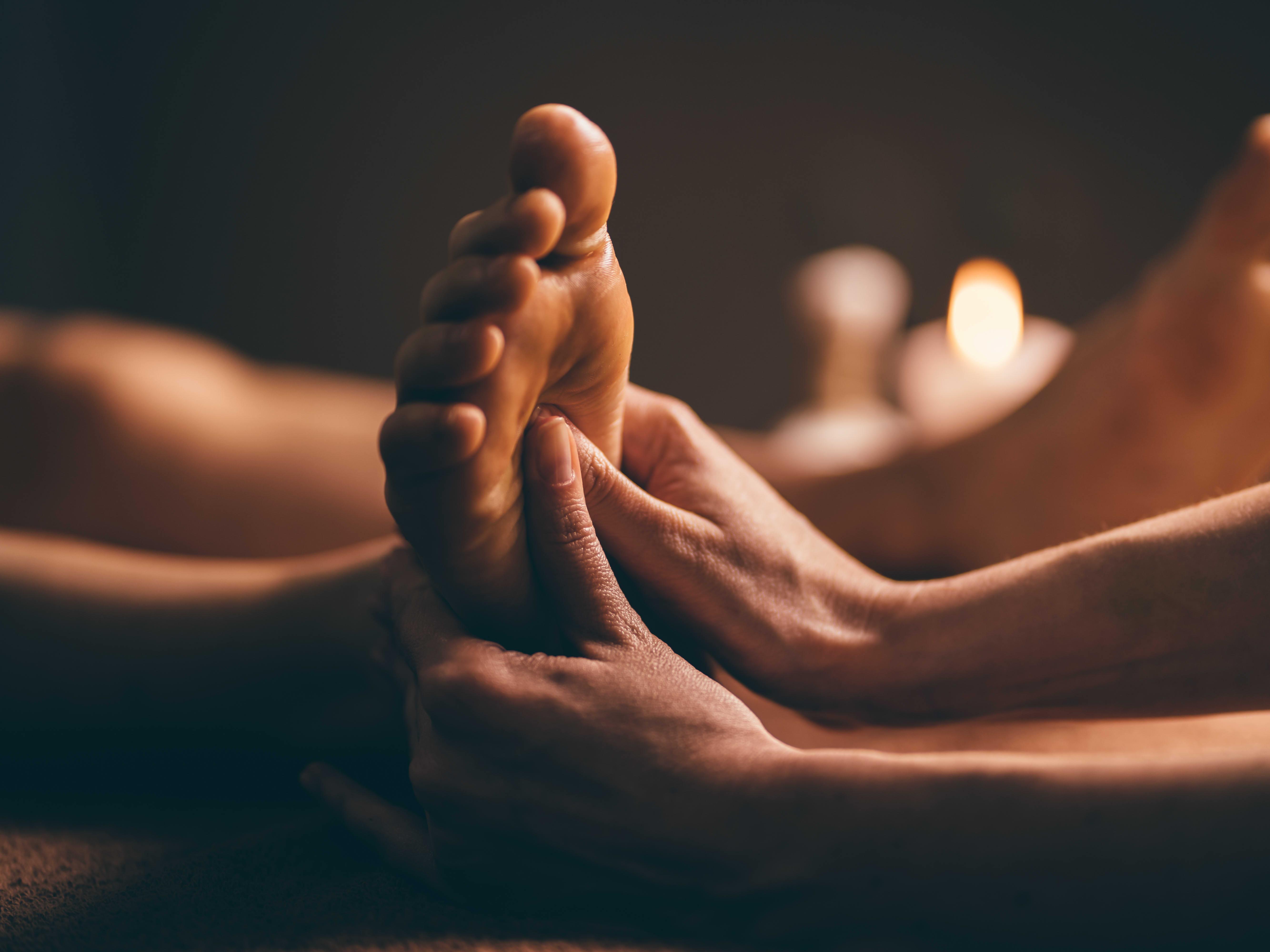 40-Min Foot Reflexology + 20-Min Back/Shoulder Massage (1 Session)
