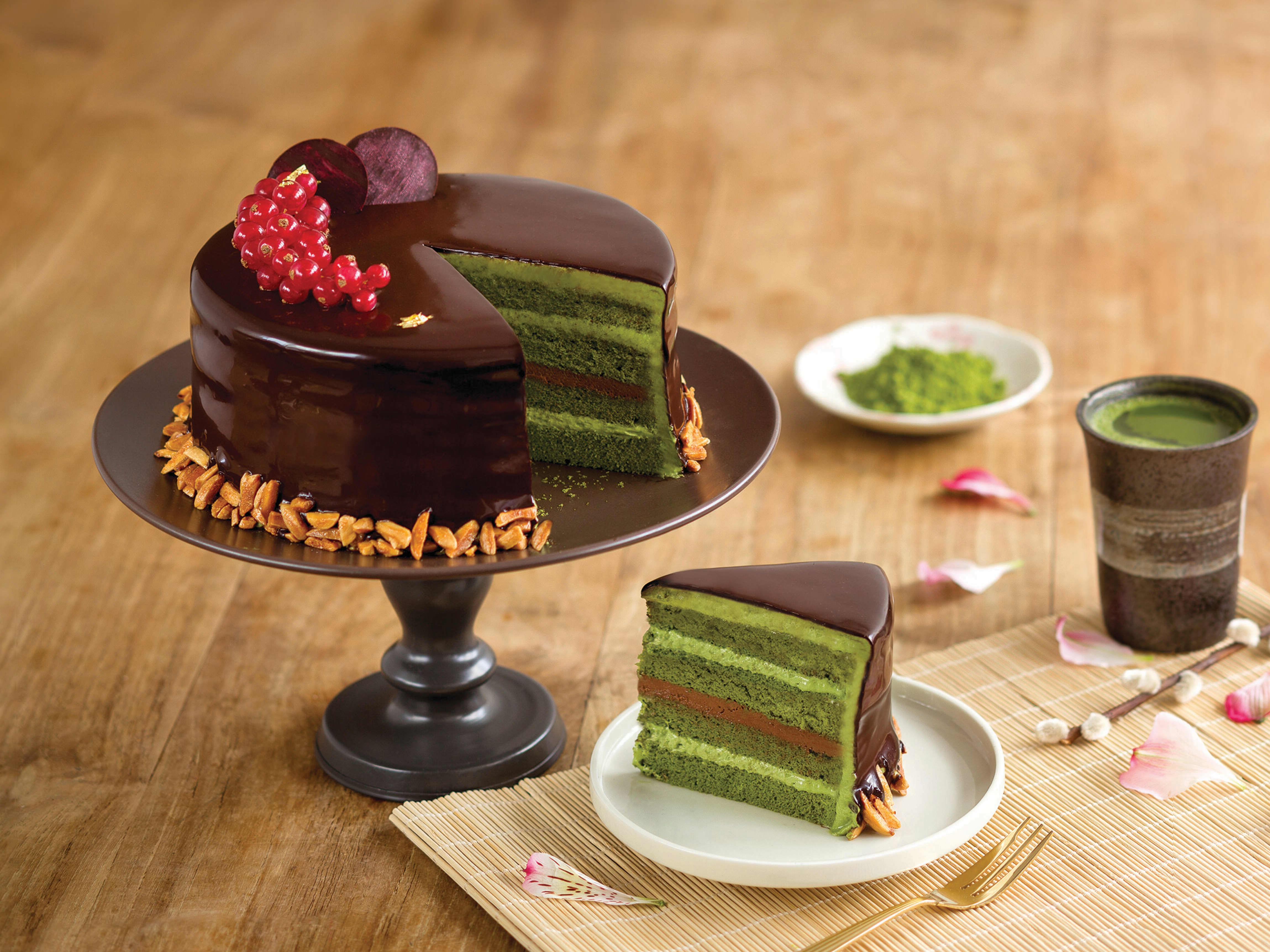 1 x Choice of Sliced Cake (applicable with min. spend $35)