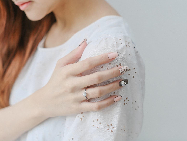 Express Manicure + 2 Nail Art