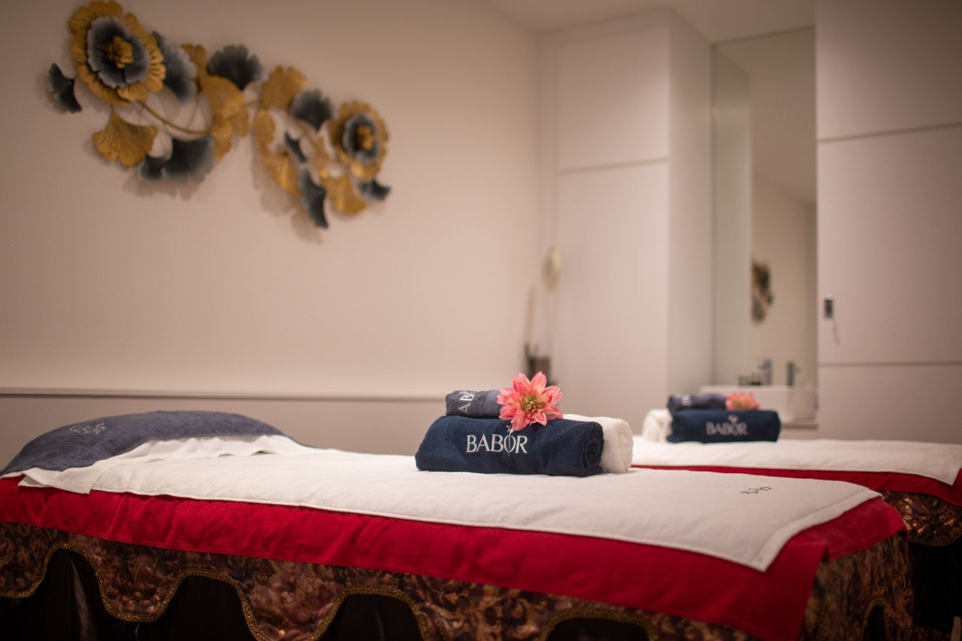 1 hour choice of Full Body Massage for 1 person