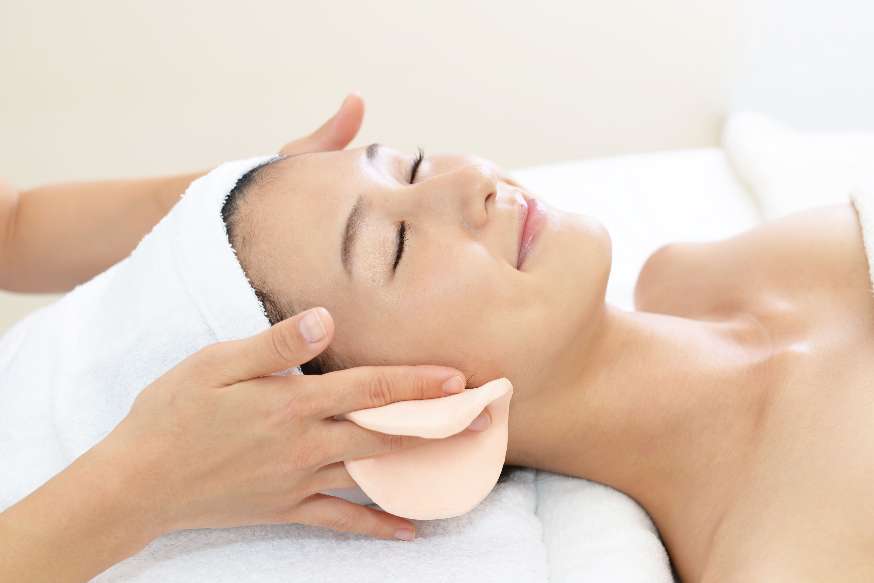75 min Customized Facial Treatment for 1 person