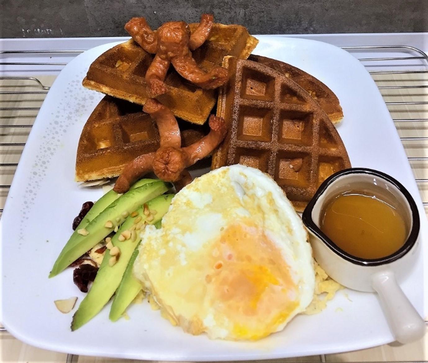 1 x Sausage & Egg Waffle