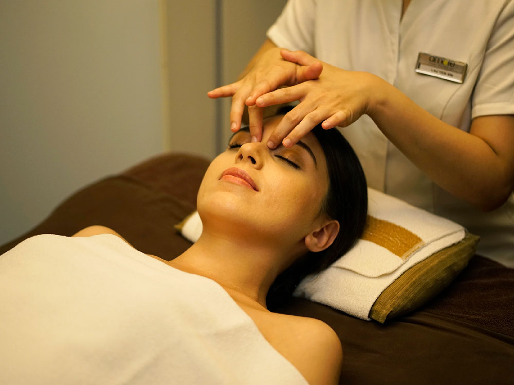 90 min Algo Discovery Facial with Hydrating Eye Treatment