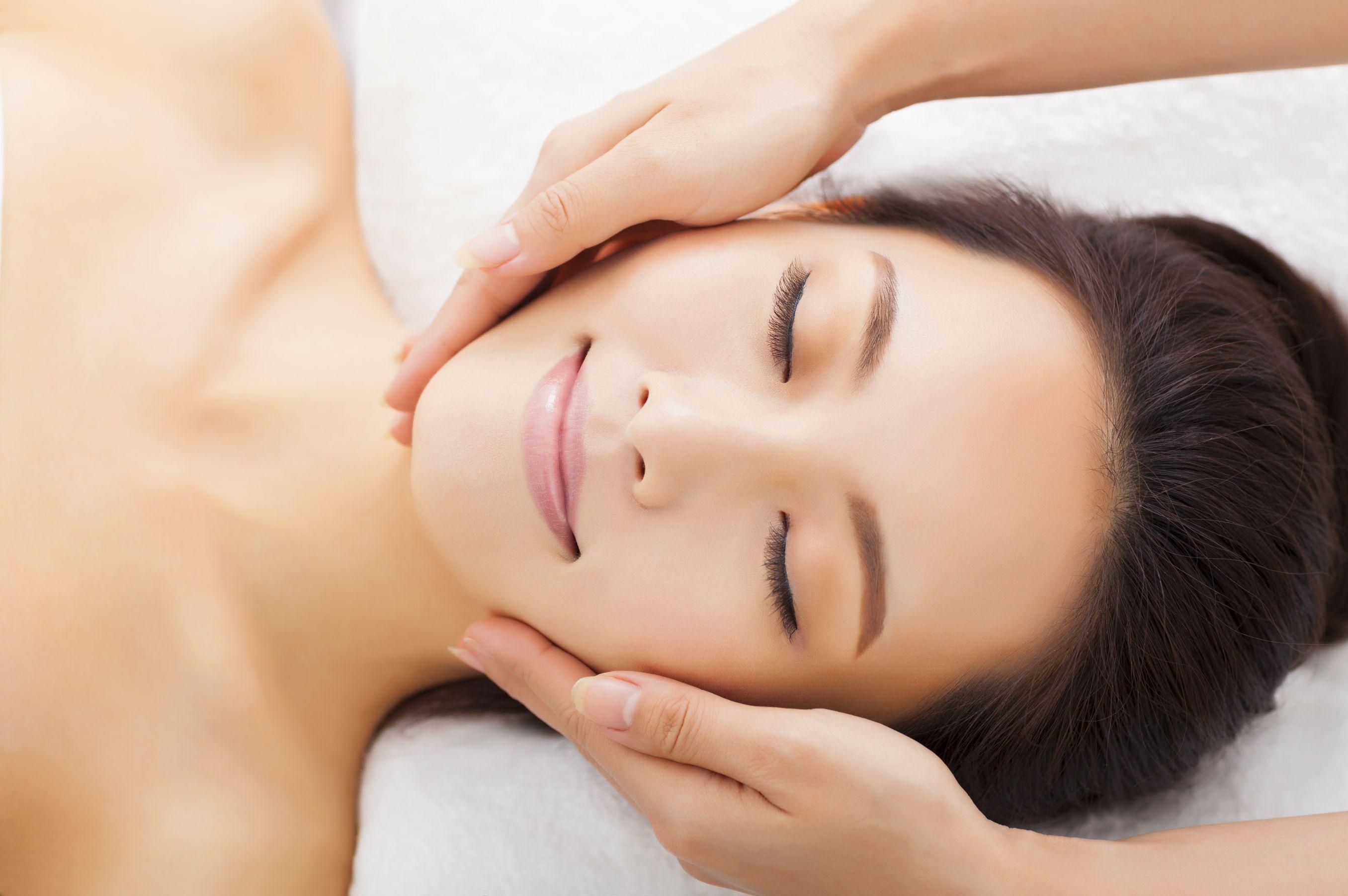 90 min Signature Collagen Lifting Facial/ Korean Oxyjet Facial for 1 person