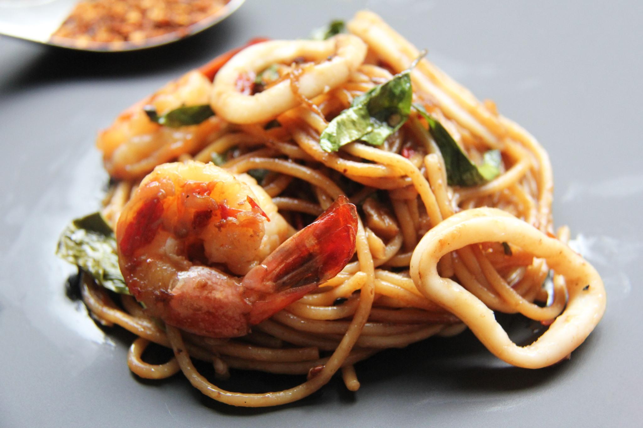 Signature Spicy Thai Spaghetti/Dry Green Curry Spaghetti + 1 Side