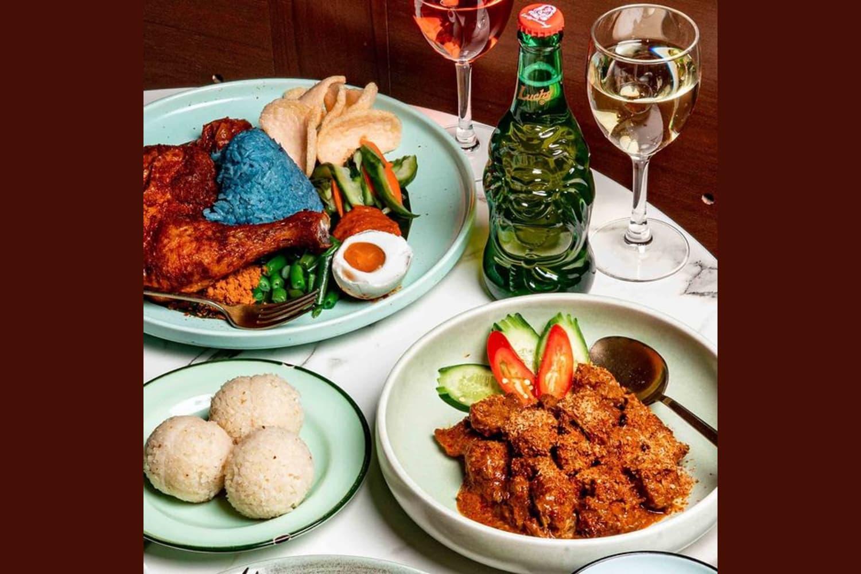 1 x Hainanese Chicken + Chicken Rice Ball + House Wine / Beer