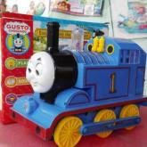 Kereta Thomas Gusto ChooChoo 8928 , bisa belok kalau nabrak dinding